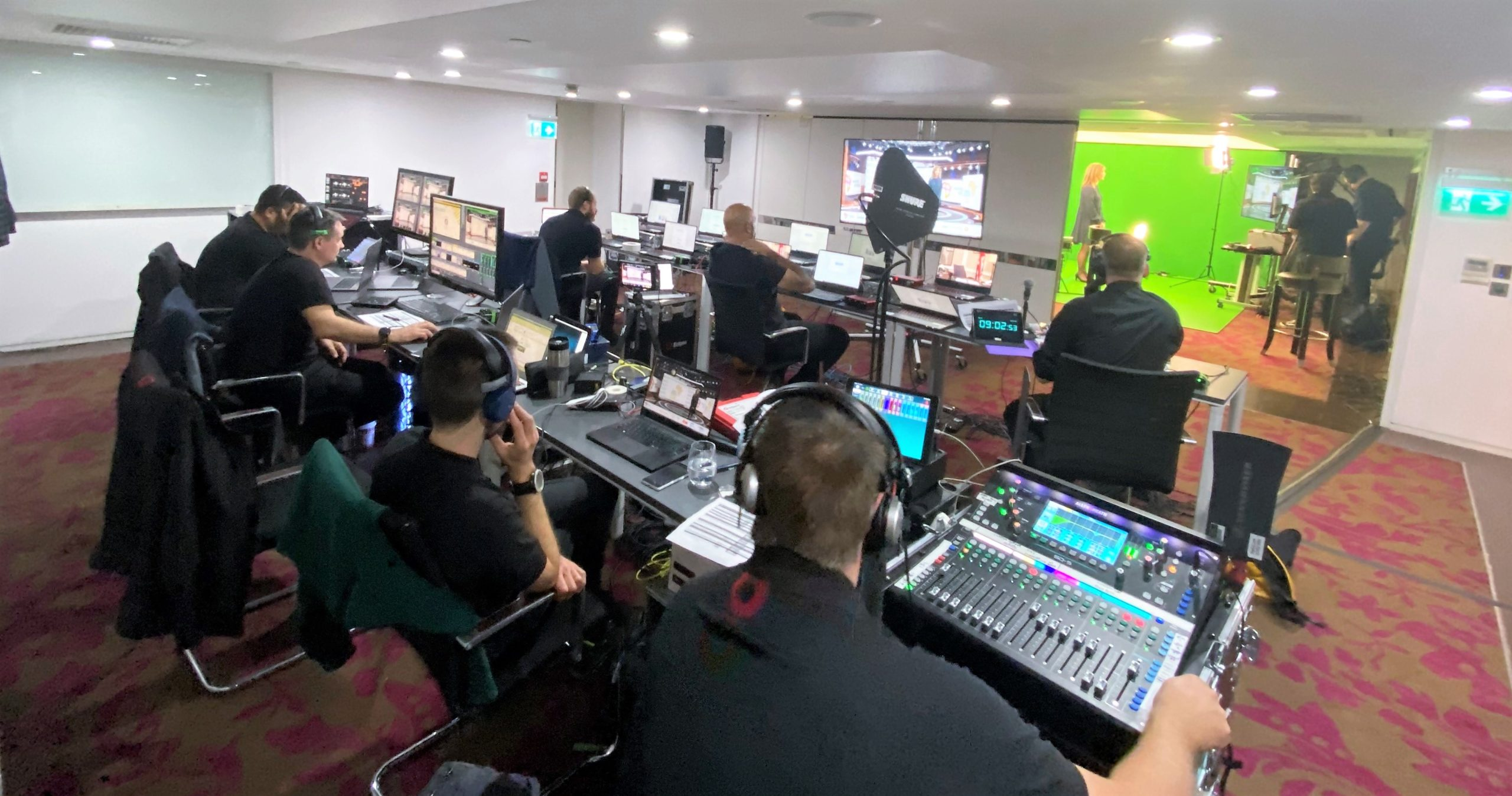 Invest Africa - Live hybrid event with green screens, virtual studio and audience participation